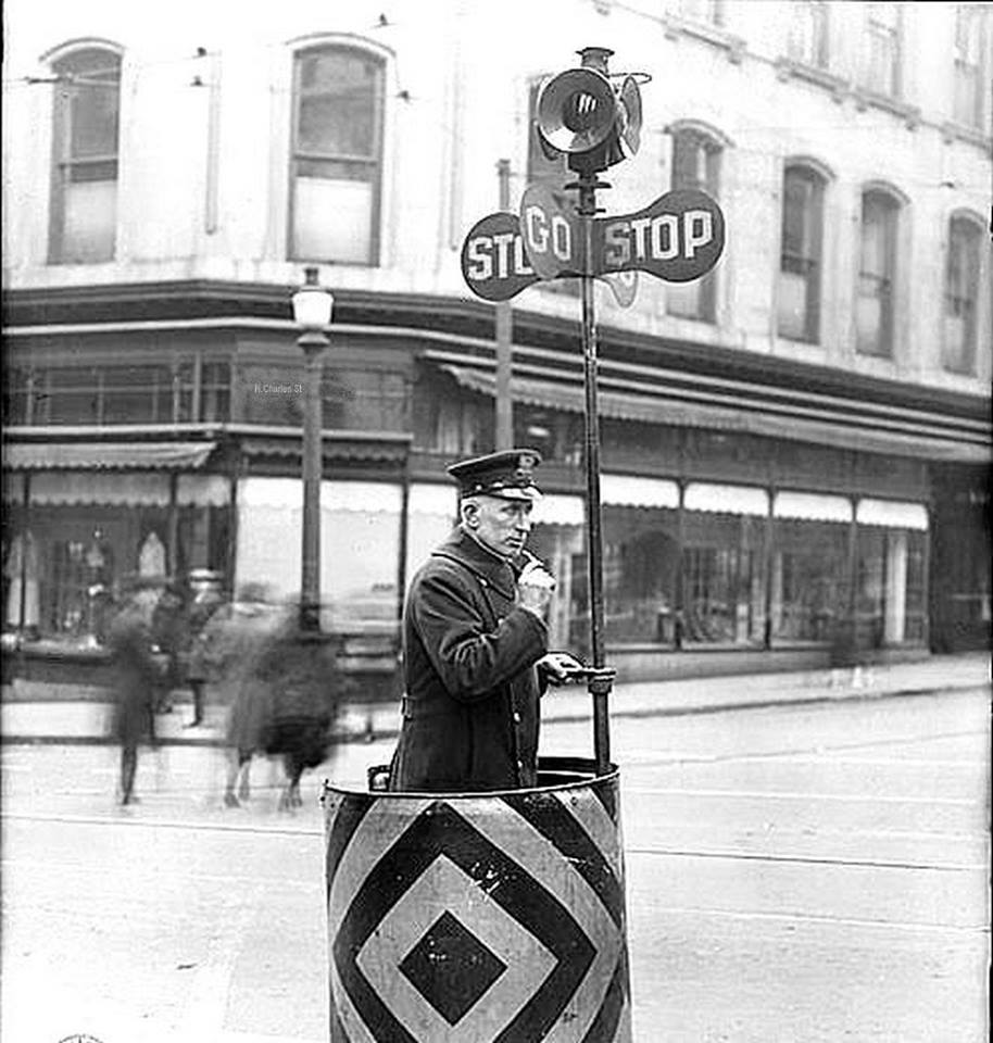 Downtown Traffic Policeman Charles and Pratt1921