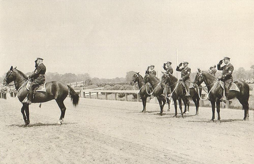 Mounted patrol at race course
